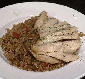 Poitrine grillee sur riz